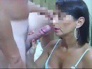 Esposa putinha levando uma gozada deliciosa na cara