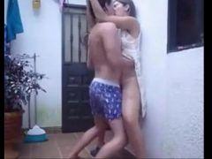 Fodendo a esposa na varanda de casa