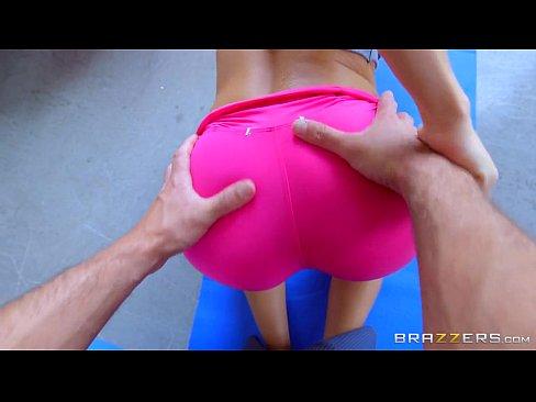 Morena novinha dando a buceta em porno gratis